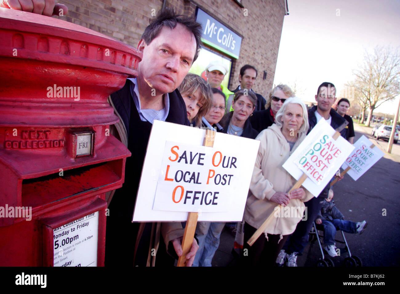 Habitants de la lutte pour sauver leur bureau de poste, à Bicester Oxfordshire Photo Stock