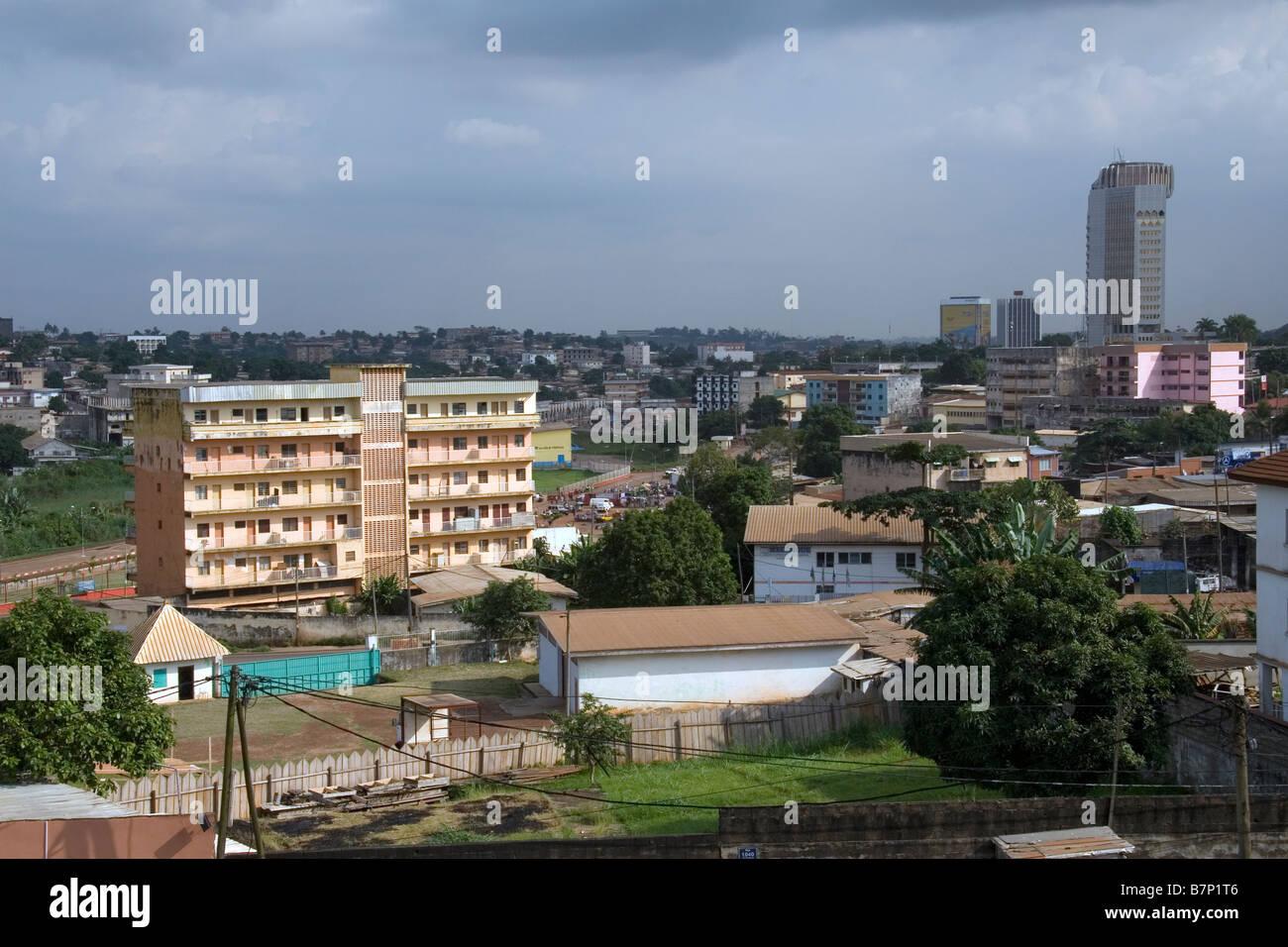 Vue sur yaoundé cameroun afrique de louest avec des appartements et