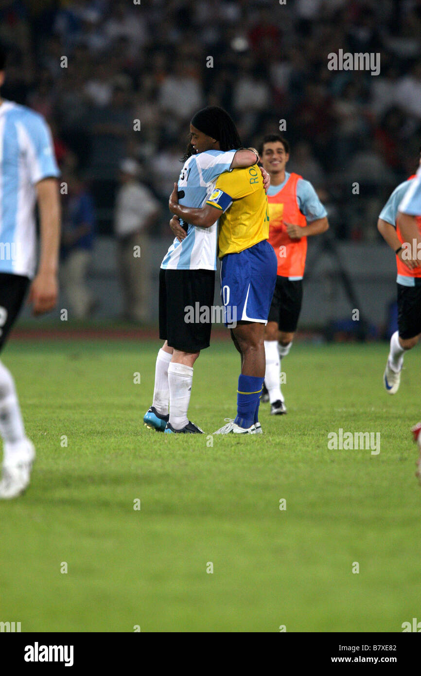 Lionel Messi Ronaldinho ARG BRA 19 AOÛT 2008 Jeux Olympiques de Beijing  2008 Football Football match de demi-finale hommes entre l Argentine et le  Brésil au ... 4c5aa28dc967