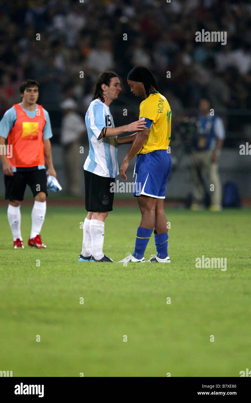 Lionel Messi Ronaldinho ARG BRA 19 AOÛT 2008 Jeux Olympiques de Beijing  2008 Football Football match e099fe73a5b8