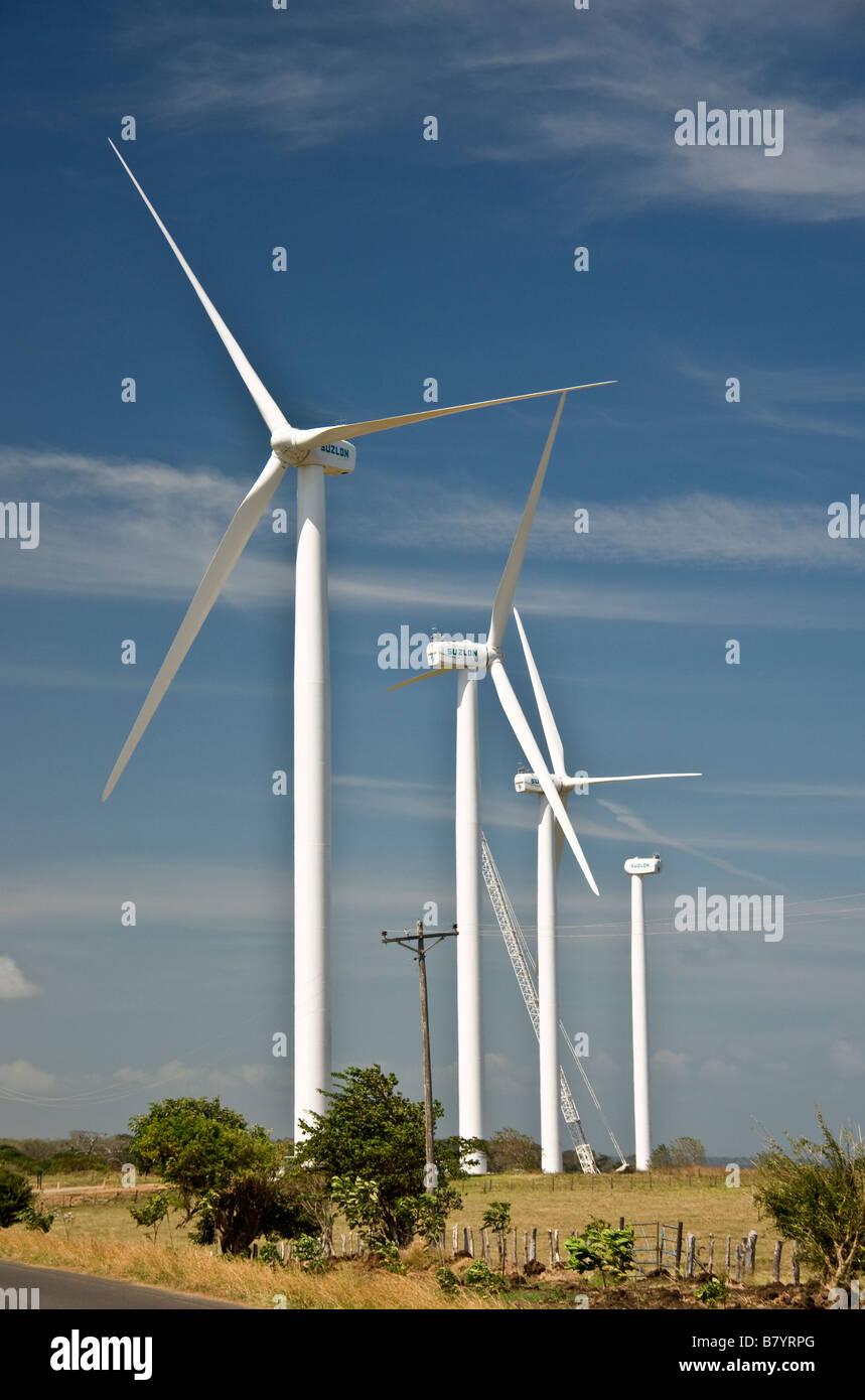 Éoliennes en construction au Nicaragua corridor entre le Lac Nicaragua et du Pacifique Photo Stock