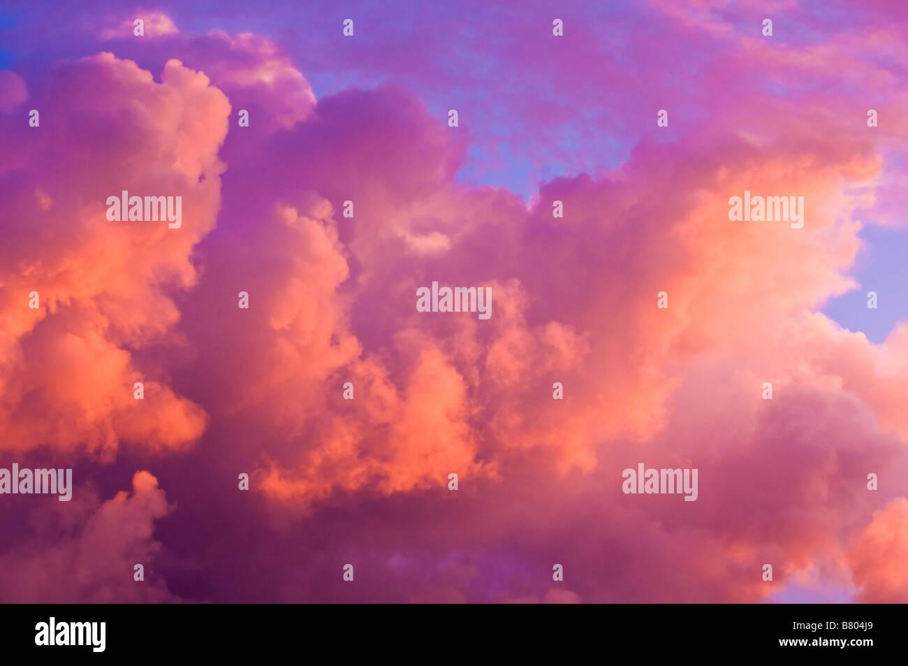 Lumière du soir sur les nuages au coucher du soleil île de Kauai Hawaii Photo Stock