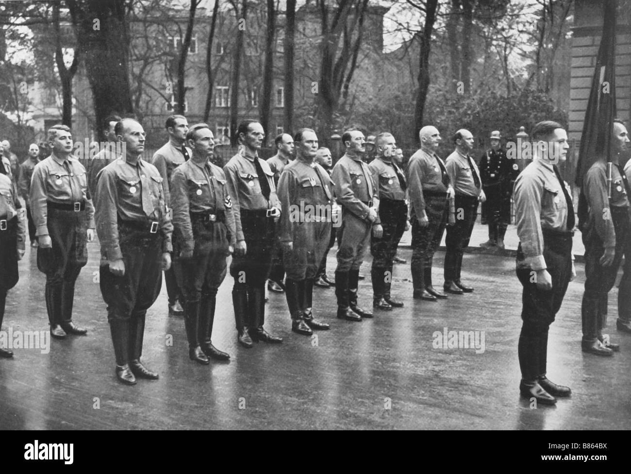 Hitler Et Ses Troupes Sa Connu Sous Le Nom De Chemises Brunes Photo Stock Alamy