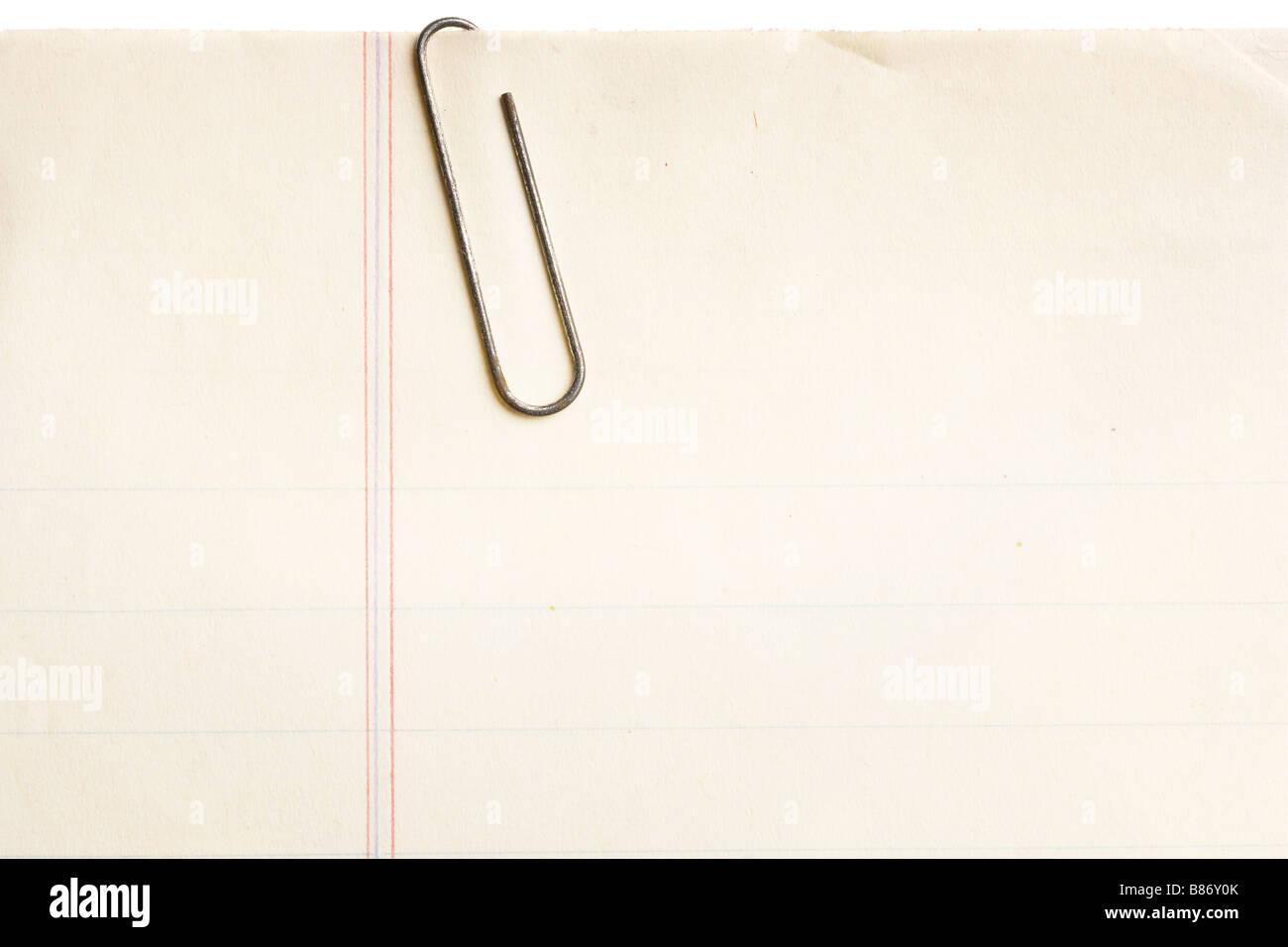 vieux papier ligne avec rusty trombone attache b86y0k vieux papier ligné avec rusty trombone attaché banque d'images