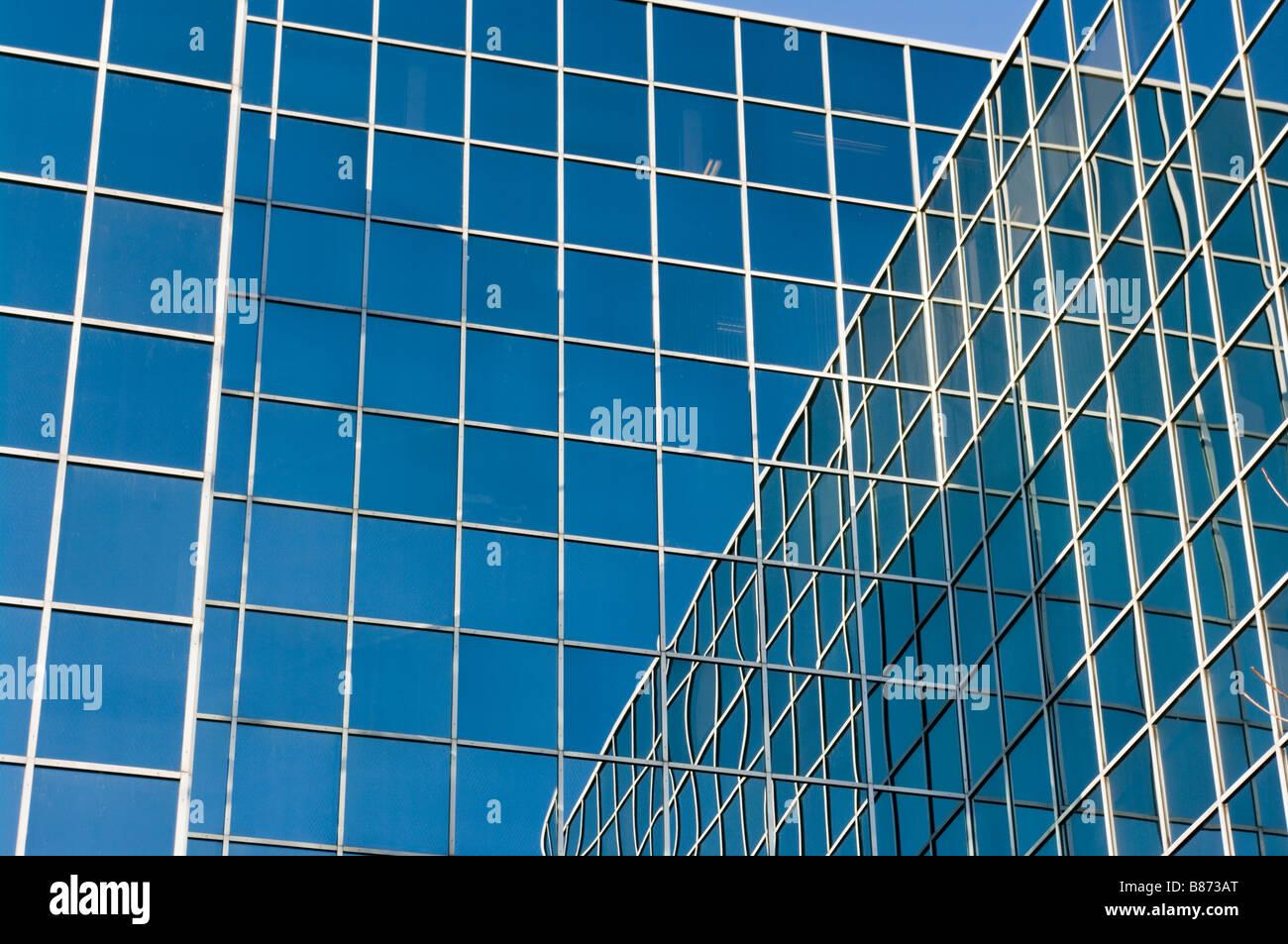 La façade de verre fenêtre Bloc de bureau bâtiment bureaux Tour Windows Photo Stock