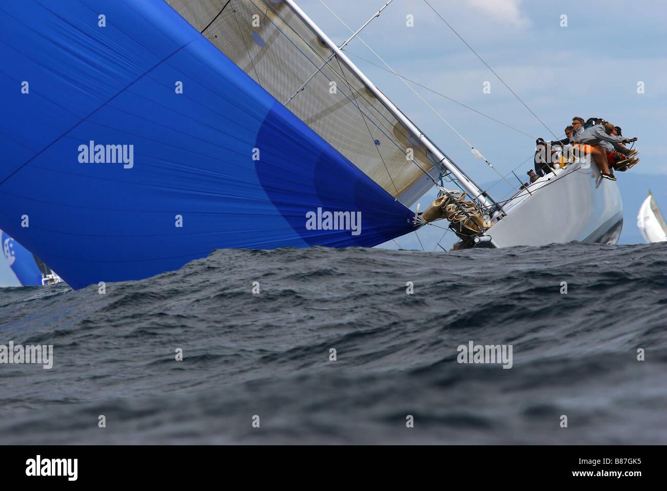 Coup de vent tendance les manches des bateaux modernes Photo Stock