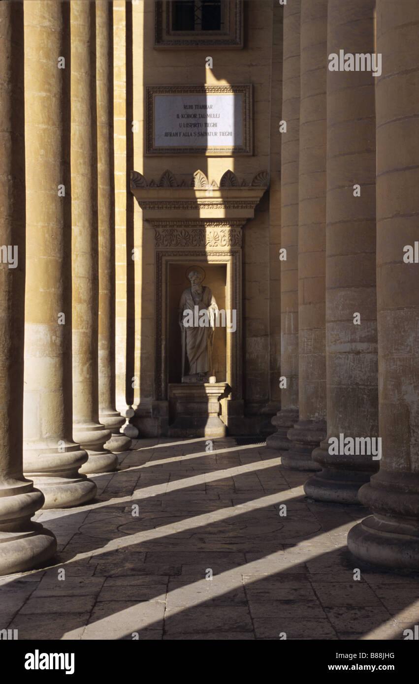 Colonnes et patrons à la Rotonde, Mosta Malte Photo Stock