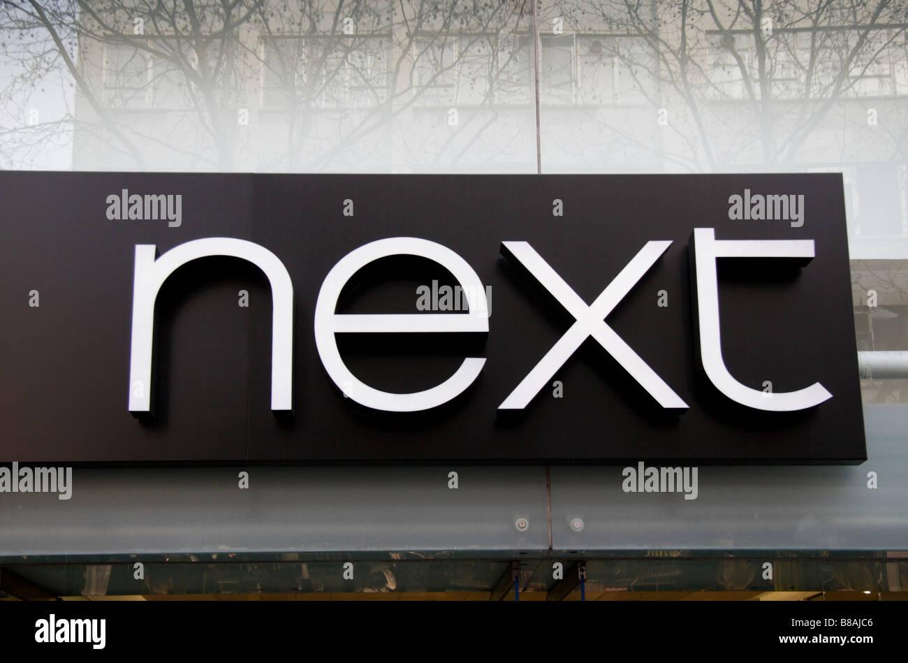Un signe au-dessus de la porte à l'autre boutique de vêtements, Oxford Street, Londres. Jan 2009 Banque D'Images