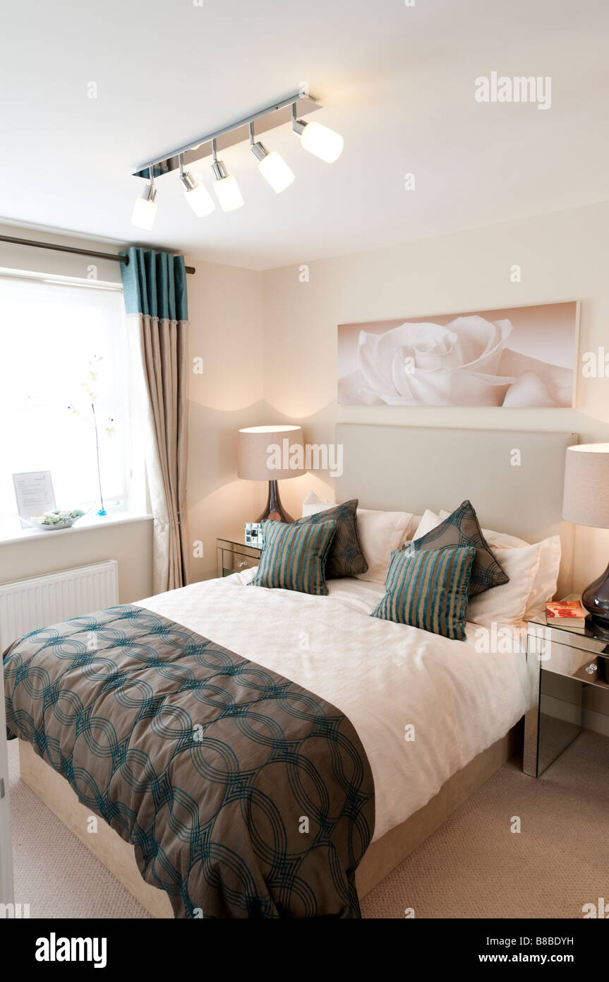 Dans une chambre à coucher salon George Wimpey promotion appartement London England UK Banque D'Images