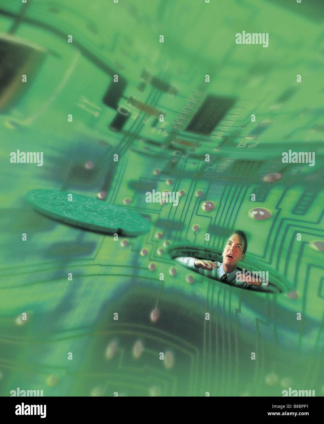 FL4386, Jim Tinios; l'homme sur le haut par trou en arrière-plan du Circuit vert déformé Banque D'Images