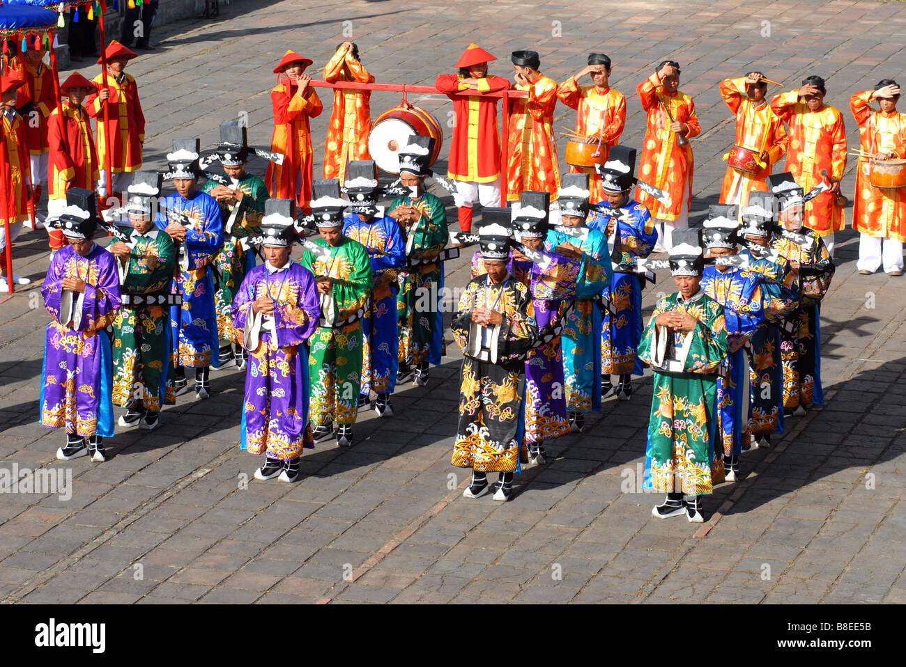 Cérémonie traditionnelle impériale dans la citadelle de Hue Vietnam Photo Stock