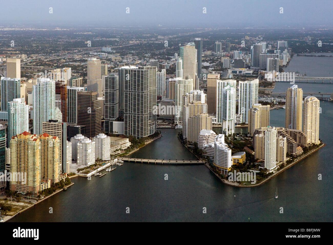 Vue aérienne au-dessus du centre-ville de Miami en Floride Photo Stock