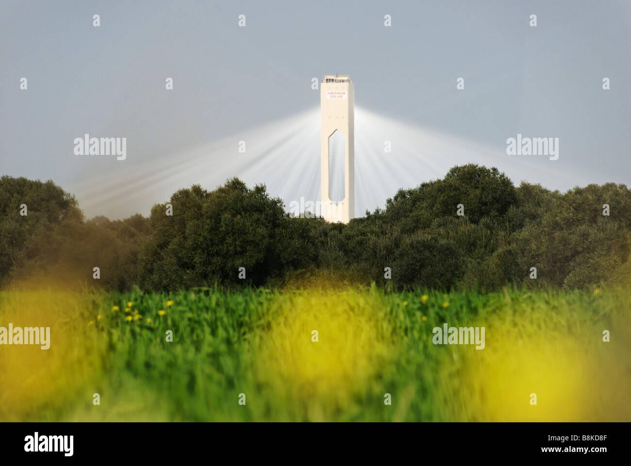 La tour solaire PS10 produit nettoyer le pouvoir thermoélectrique du soleil - Abengoa Solúcar plate-forme Photo Stock