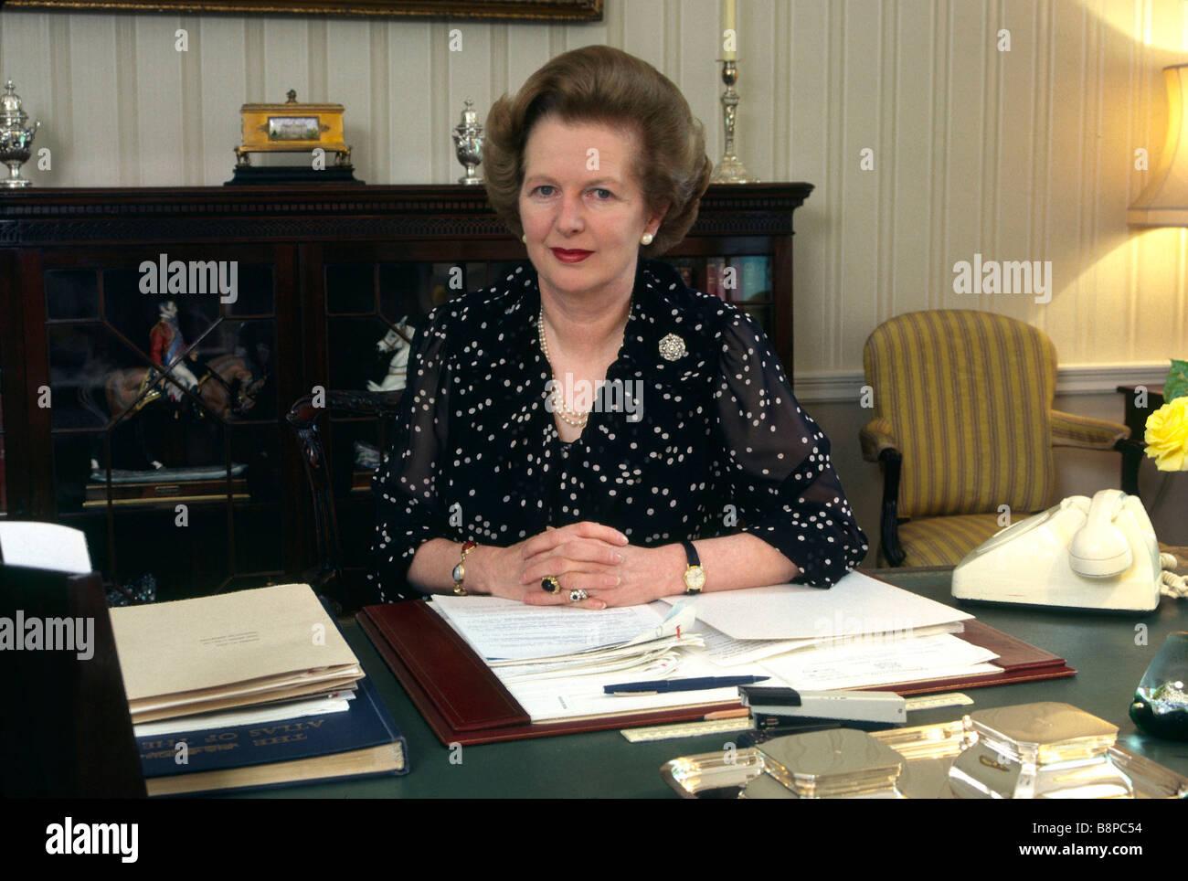 Le Premier Ministre Britannique Margaret Thatcher Session Privee A Son Bureau Au 10 Downing Street 1980 Londres Angleterre Royaume Uni Photo Stock Alamy