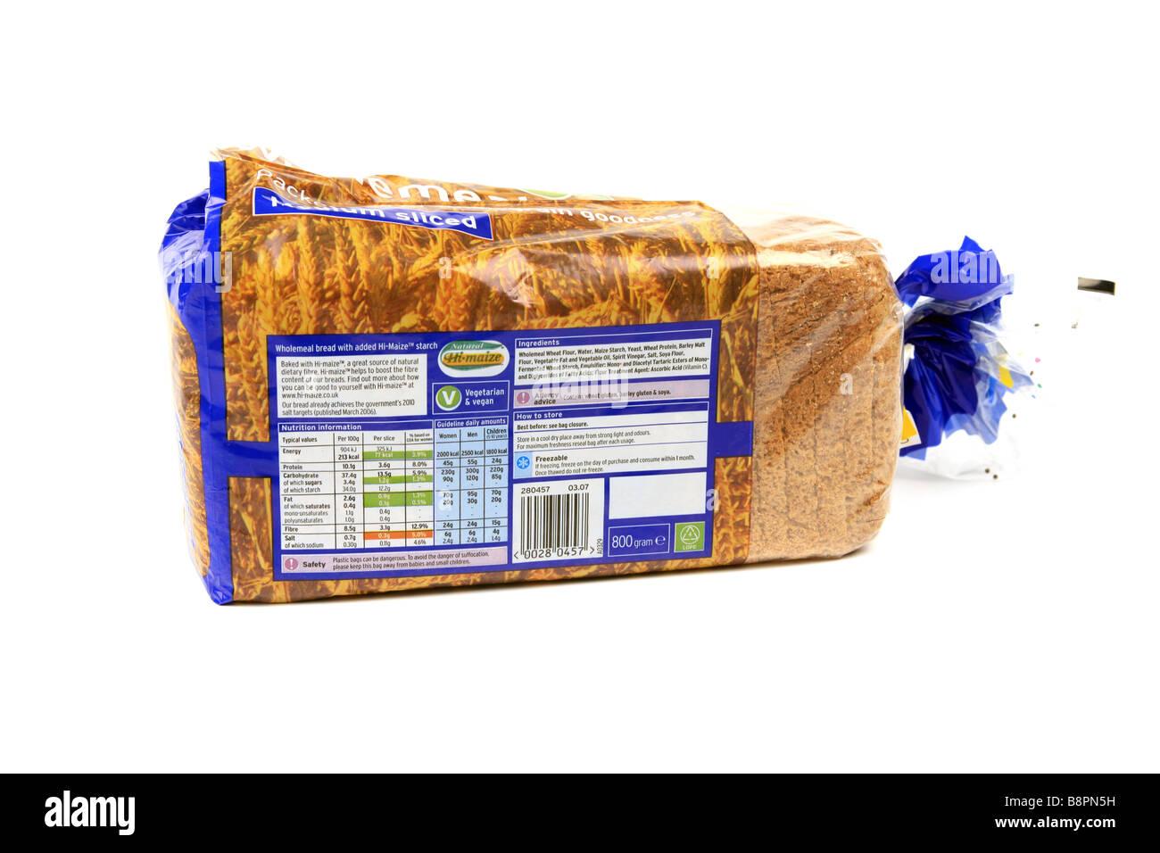 L'étiquette des aliments sur l'emballage d'une miche de pain complet marron Photo Stock