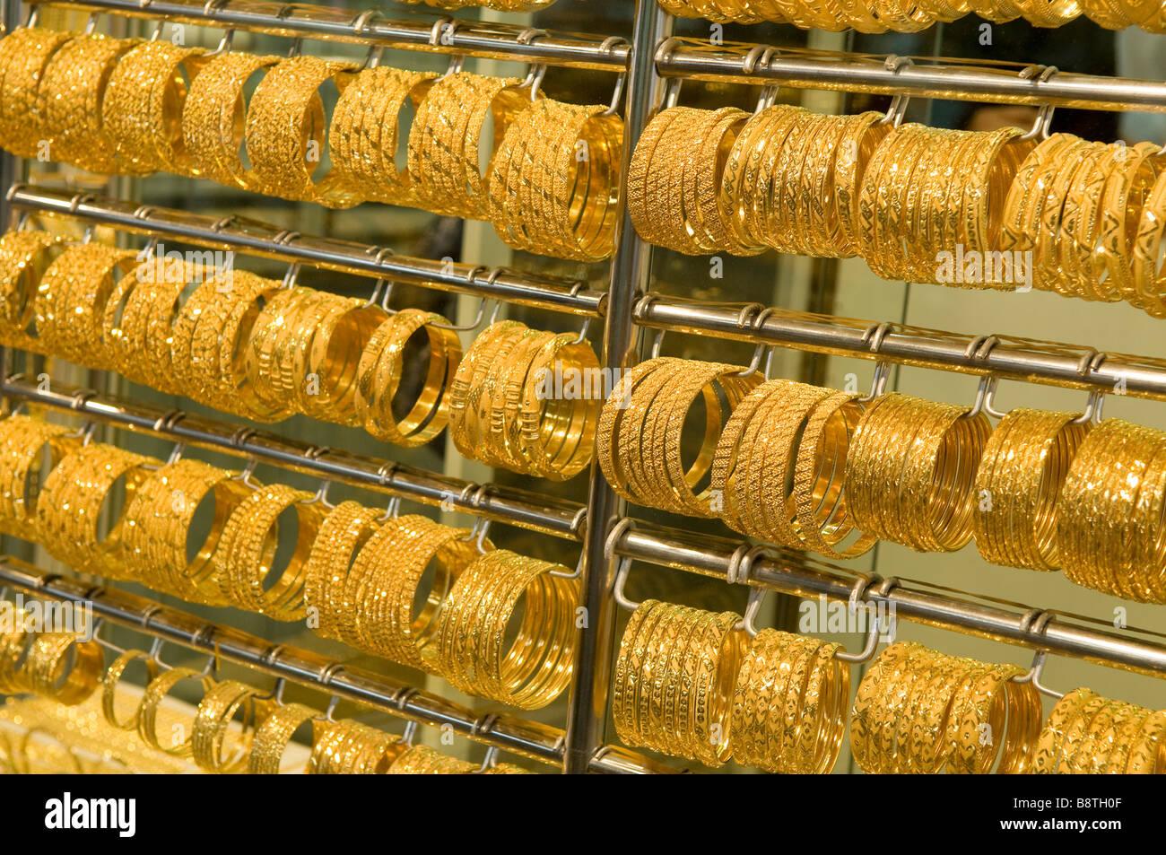 77845d5832b Bracelets en or vitrine