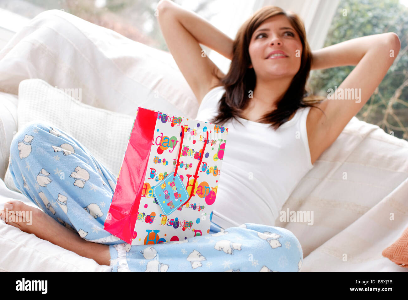 Adolescent avec cadeau d'anniversaire Photo Stock