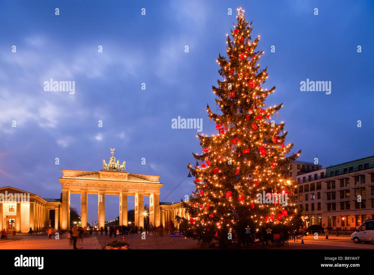 Arbre de Noël dans la Pariser Platz et la porte de Brandebourg Berlin Germisay Photo Stock