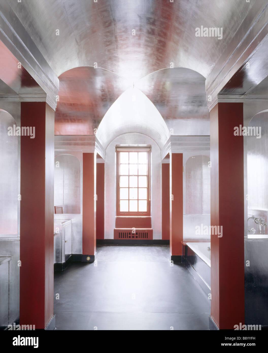 La salle de bains Art déco à Upton House, créé à la fin des ...