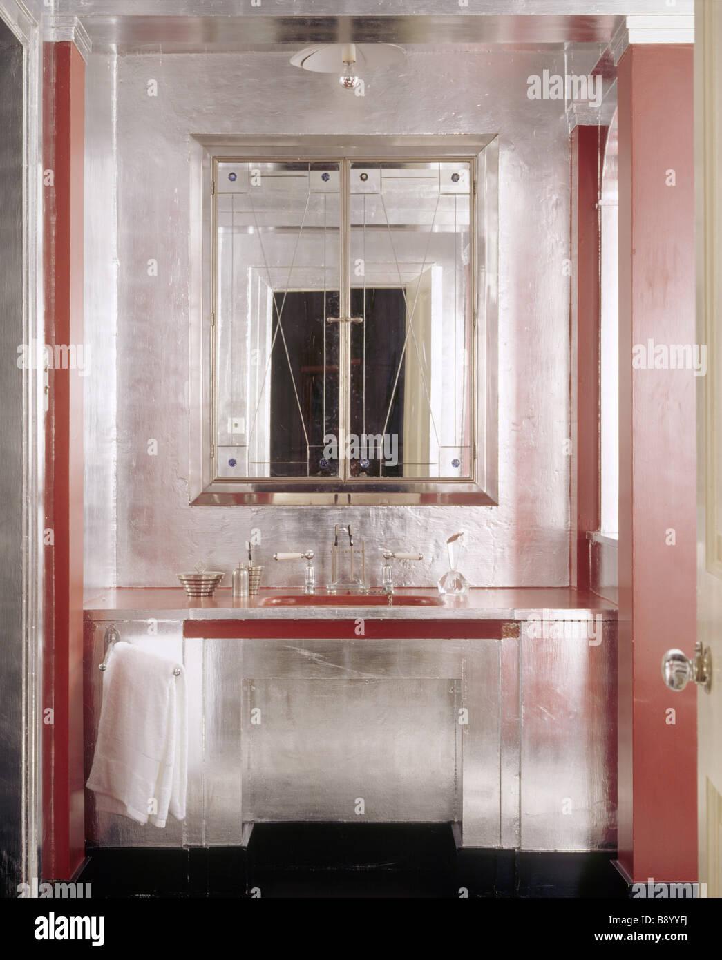 La salle de bains Art déco à Upton House, créé à la fin des années ...
