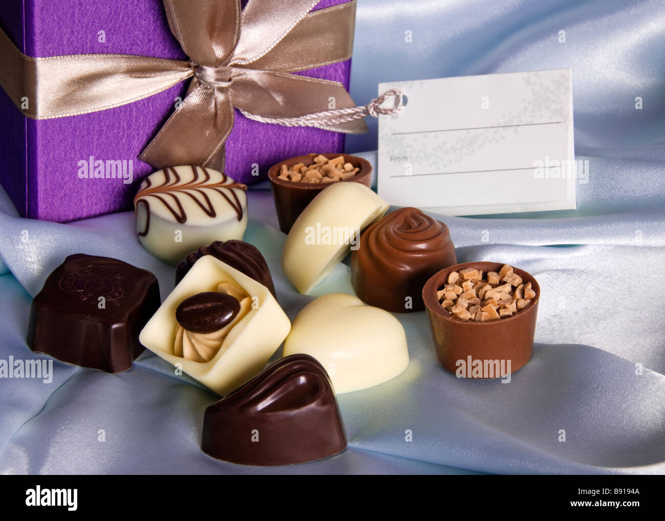 Boîte-cadeau d'un assortiment de chocolats belges. Photo Stock