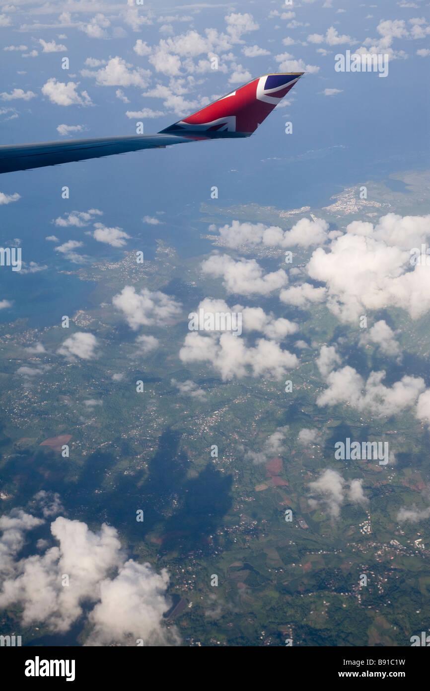 Voir à partir d'un avion Virgin Atlantic passant sur la Martinique. Banque D'Images