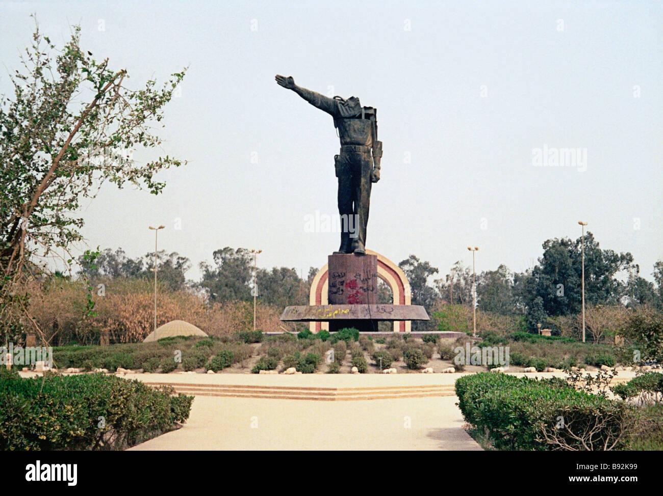 Monument sans tête à Saddam Hussein dans le centre-ville de Bagdad Photo Stock