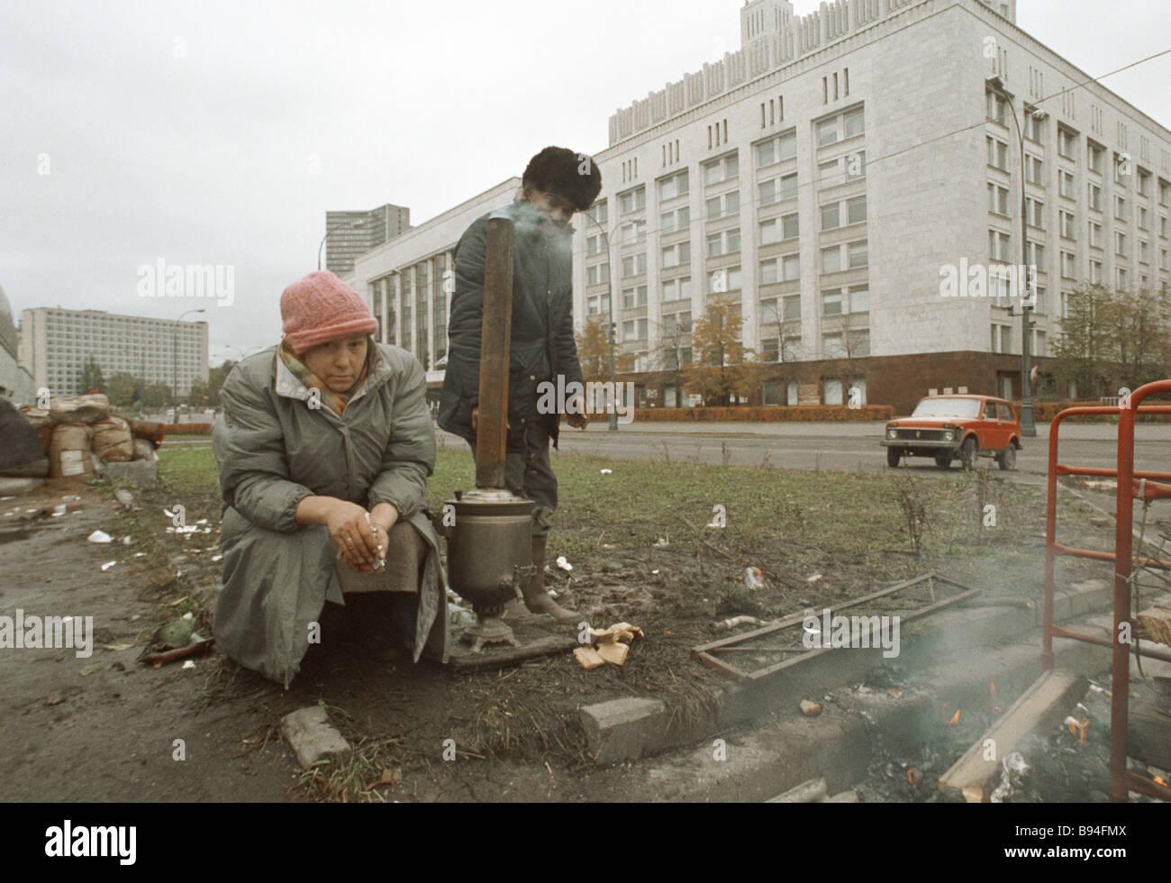 La RF Conseil suprême de supports Définir un samovar près de la Maison Blanche Photo Stock