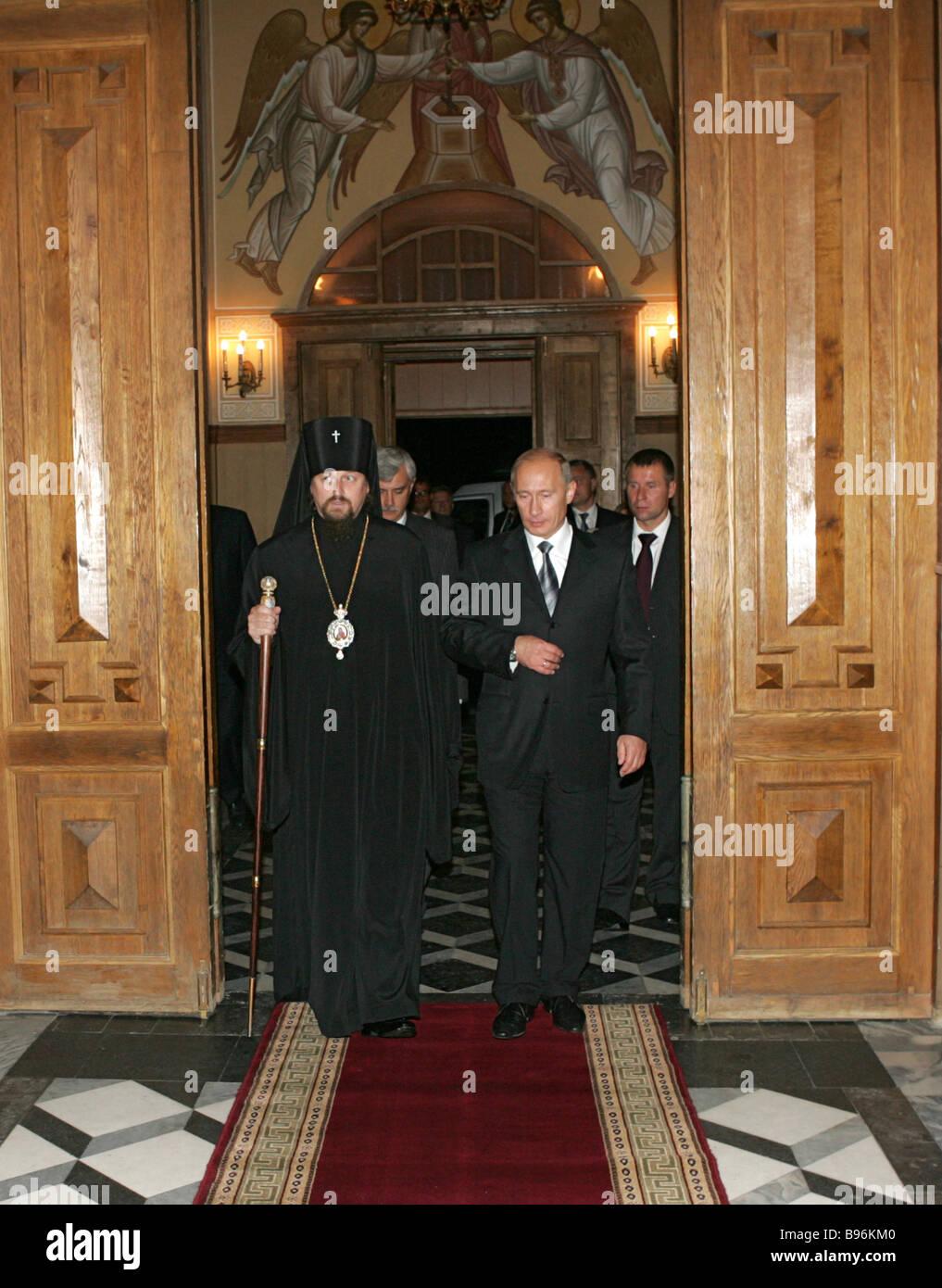 Le président Vladimir Poutine dans la cathédrale de la Transfiguration visites droit Belgorod Photo Stock