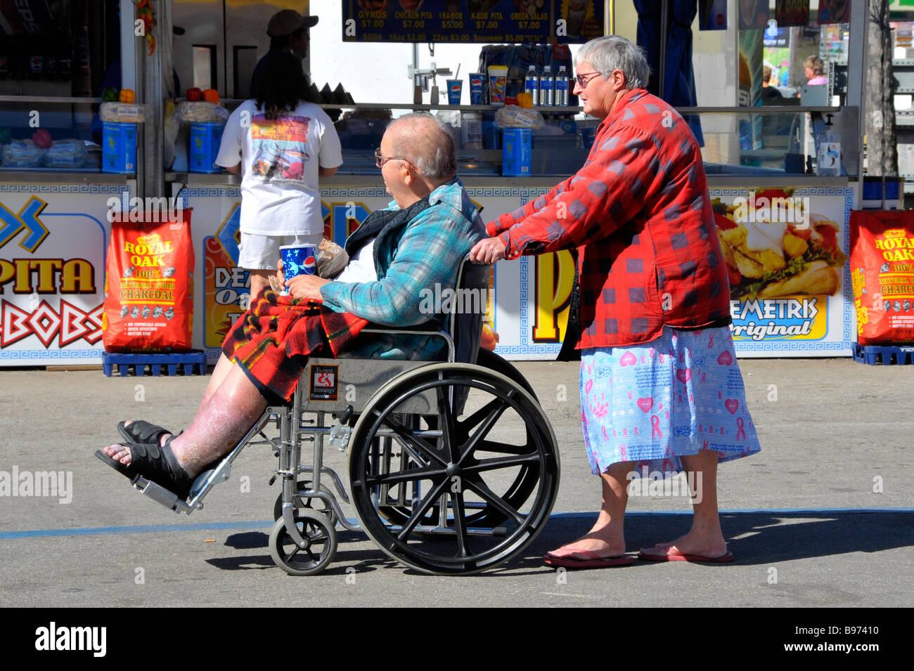 White Senior Female senior male blanc pousse l'Embonpoint Obésité handicapés en fauteuil roulant à Tampa Florida State Fairgrounds Banque D'Images