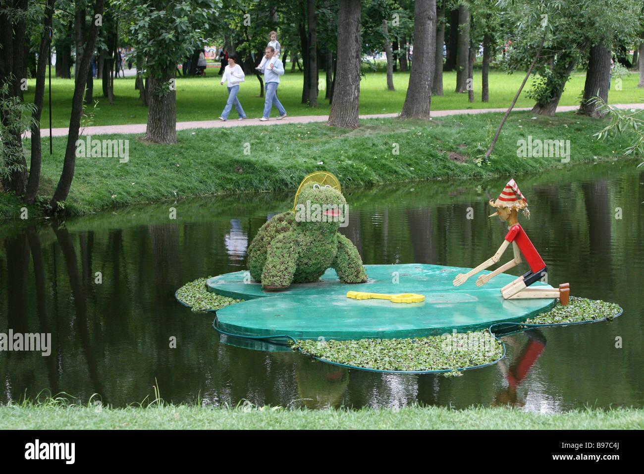 La clé d'or de la 5ème composition Pinocchio city festival des jardins et l'architecture de paysage Photo Stock