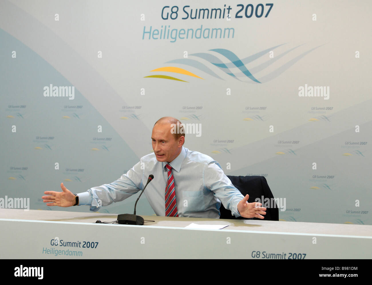 Le président Vladimir Poutine lors d'une conférence de presse après le sommet du G8 à Heiligendamm, Photo Stock