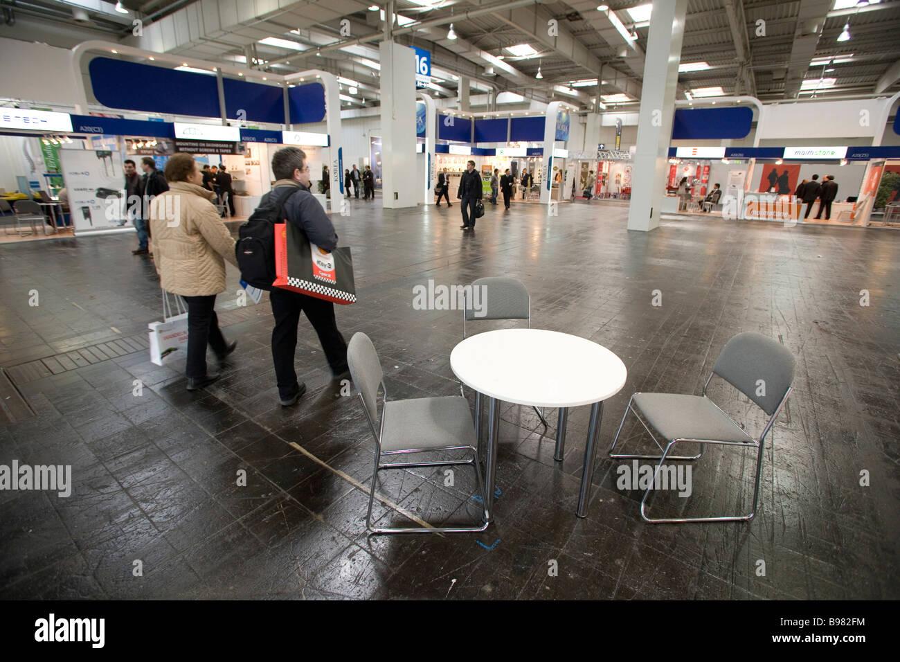 CeBIT en raison de la crise économique divers pavillons juste ne sont pas complètement occupé avec Photo Stock