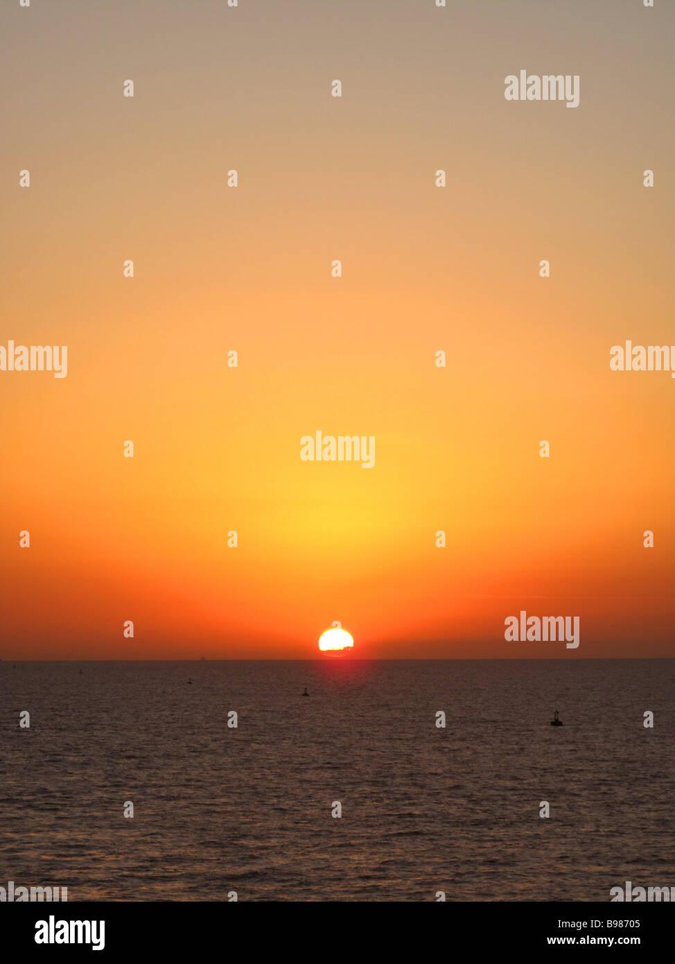 Lever de soleil sur la mer. Photo Stock