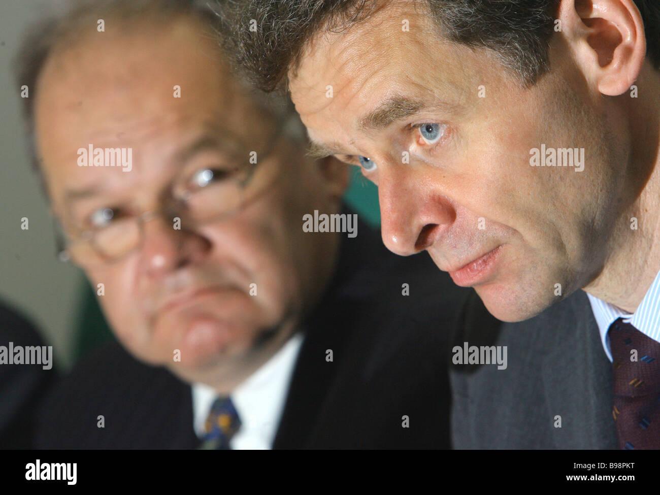 De gauche à droite, M. Neven Mates chef du FMI bureau de représentation à Moscou et Paul Tomsen chef Photo Stock