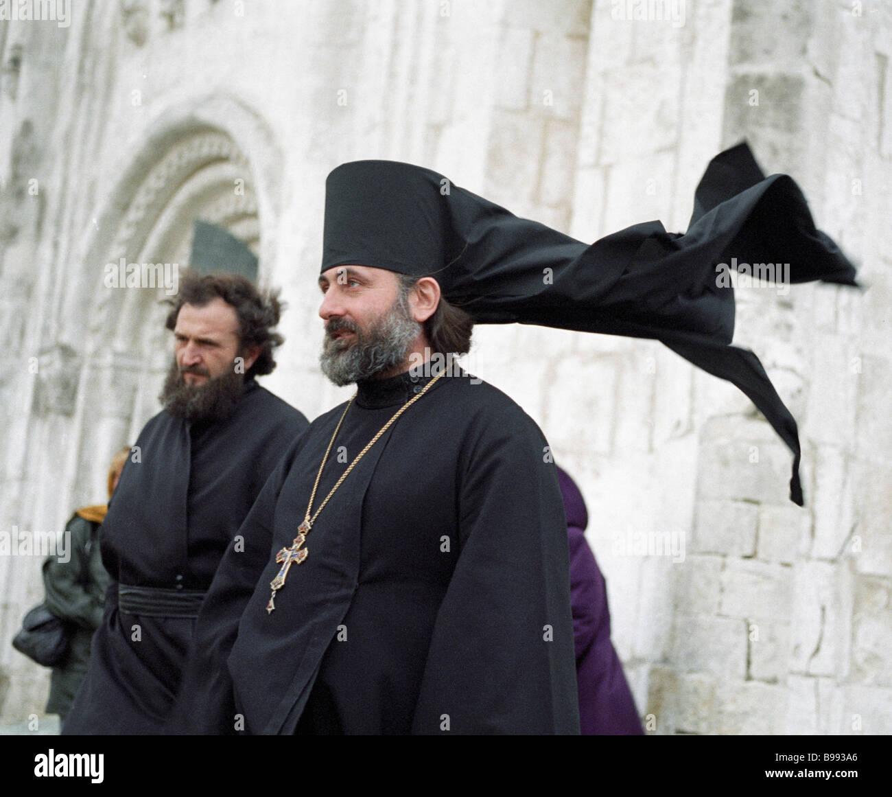 L'Archimandrite Hieronymus droit recteur de l'église de l'Intercession sur la Nerl Photo Stock