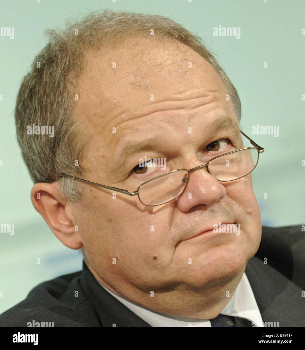 Neven Mates représentant résident du FMI à Moscou assister à la conférence de presse consacrée Photo Stock