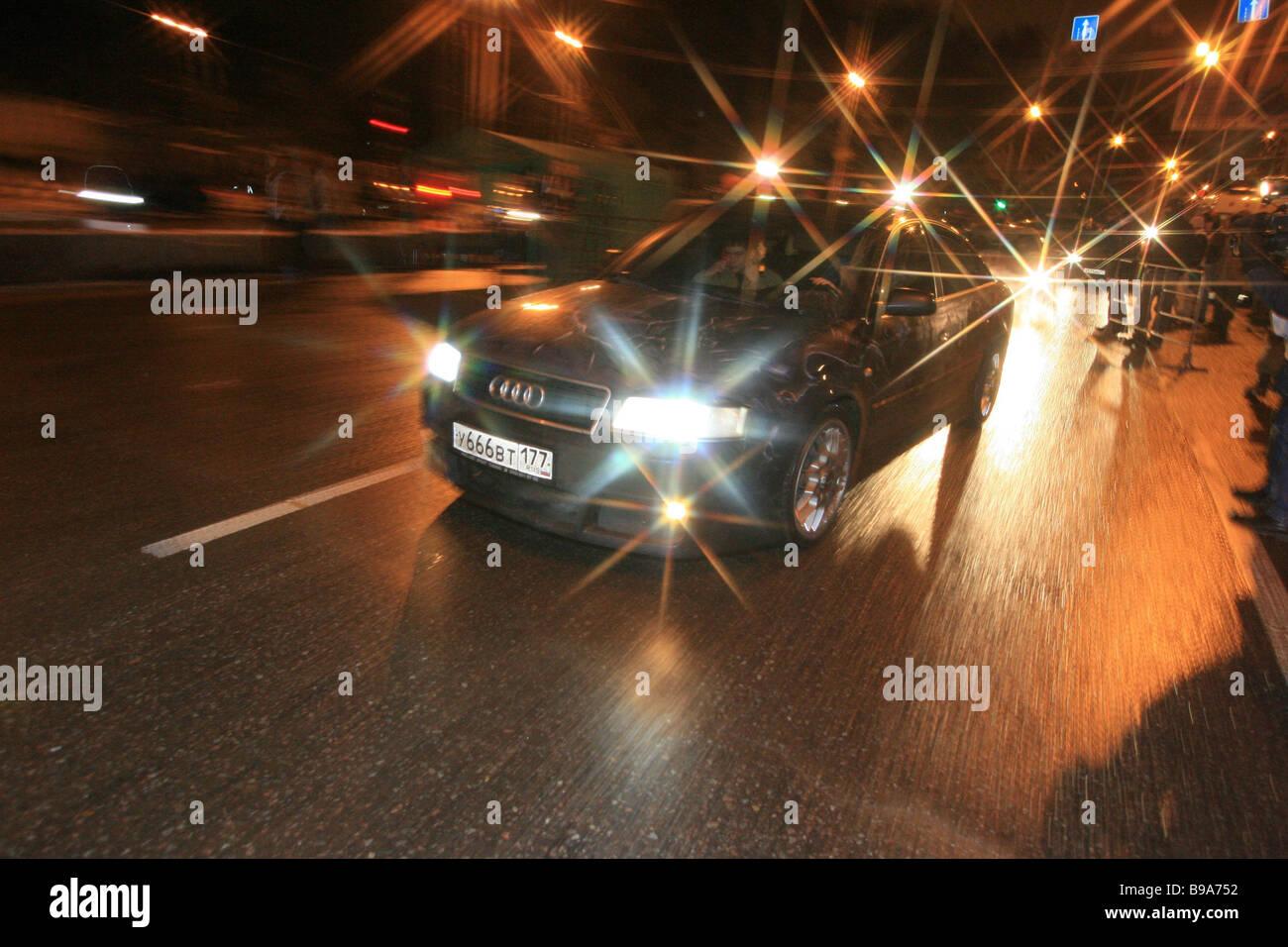 La première nuit de course moteur drag racing Bogorodskoye Shosse Moscow Photo Stock