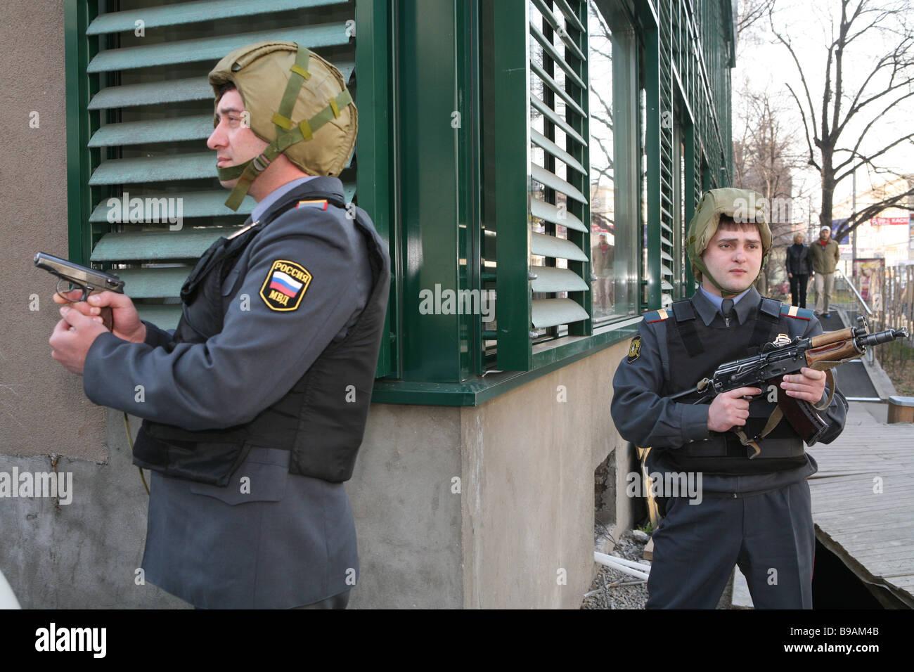 L'exercice tactique sur les installations de protection contre les atteintes criminelles Photo Stock