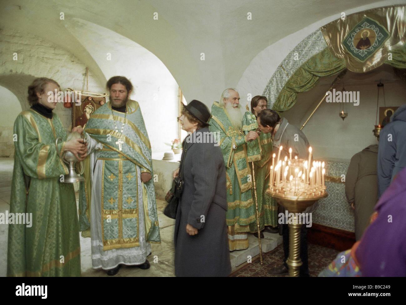 Un service à la cathédrale du monastère de Saint Joseph de Volokolamsk Photo Stock