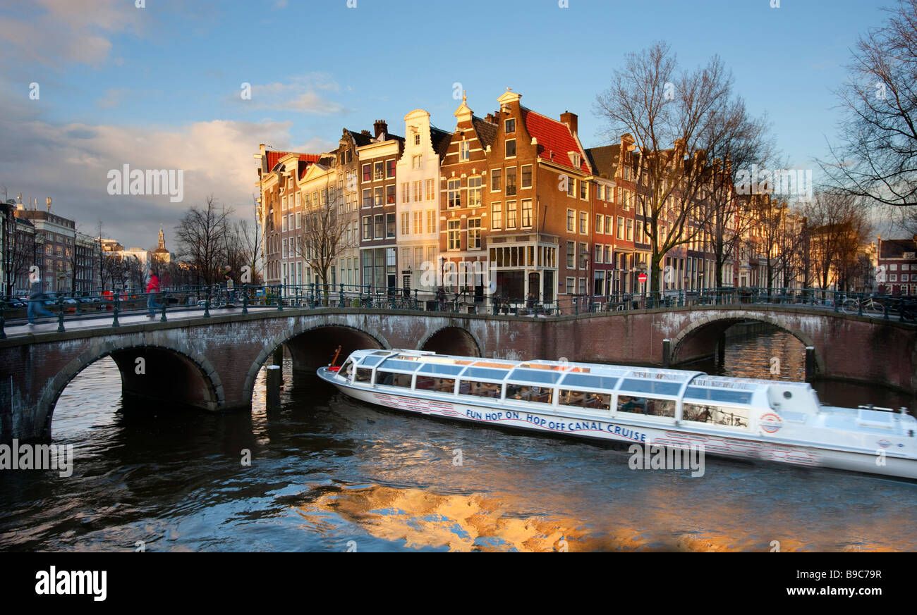 Bateau de tourisme sur le Canal Prinsengracht Amsterdam Pays-Bas Photo Stock