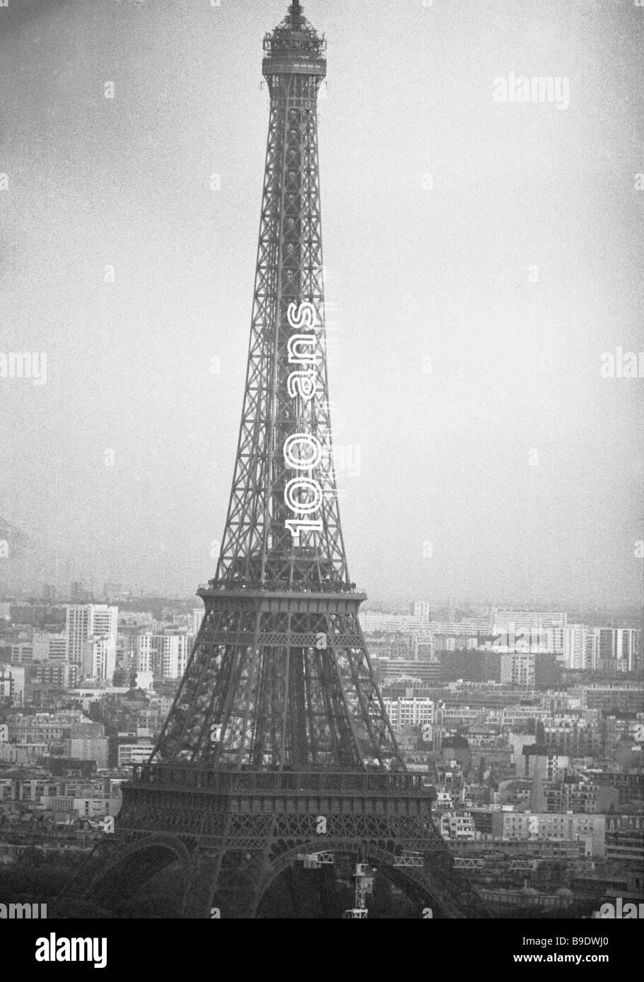 La Tour Eiffel Eiffel Tower in Paris Banque D'Images