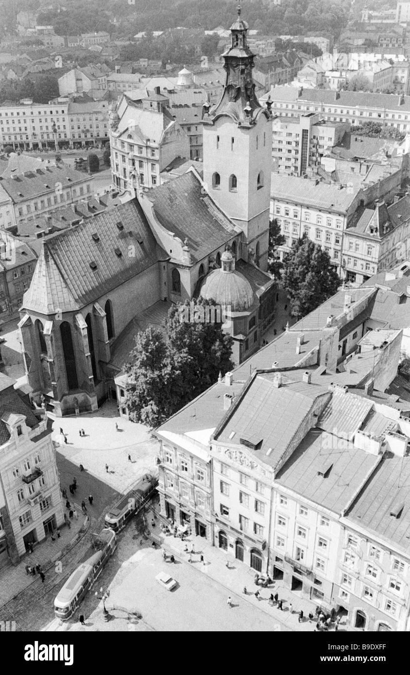 Une vue de la cathédrale Latine dans la vieille ville de Lvov Photo Stock