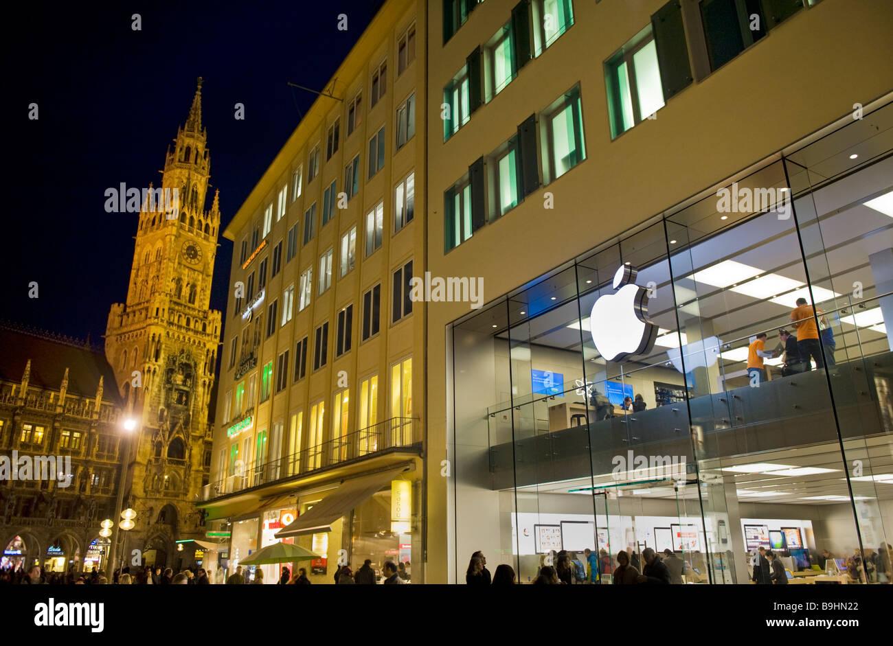Bavière munich Marienplatz de nuit Mary Place ancienne mairie ville Mac Genius Bar Bavaria Place Centrale macintosh Photo Stock