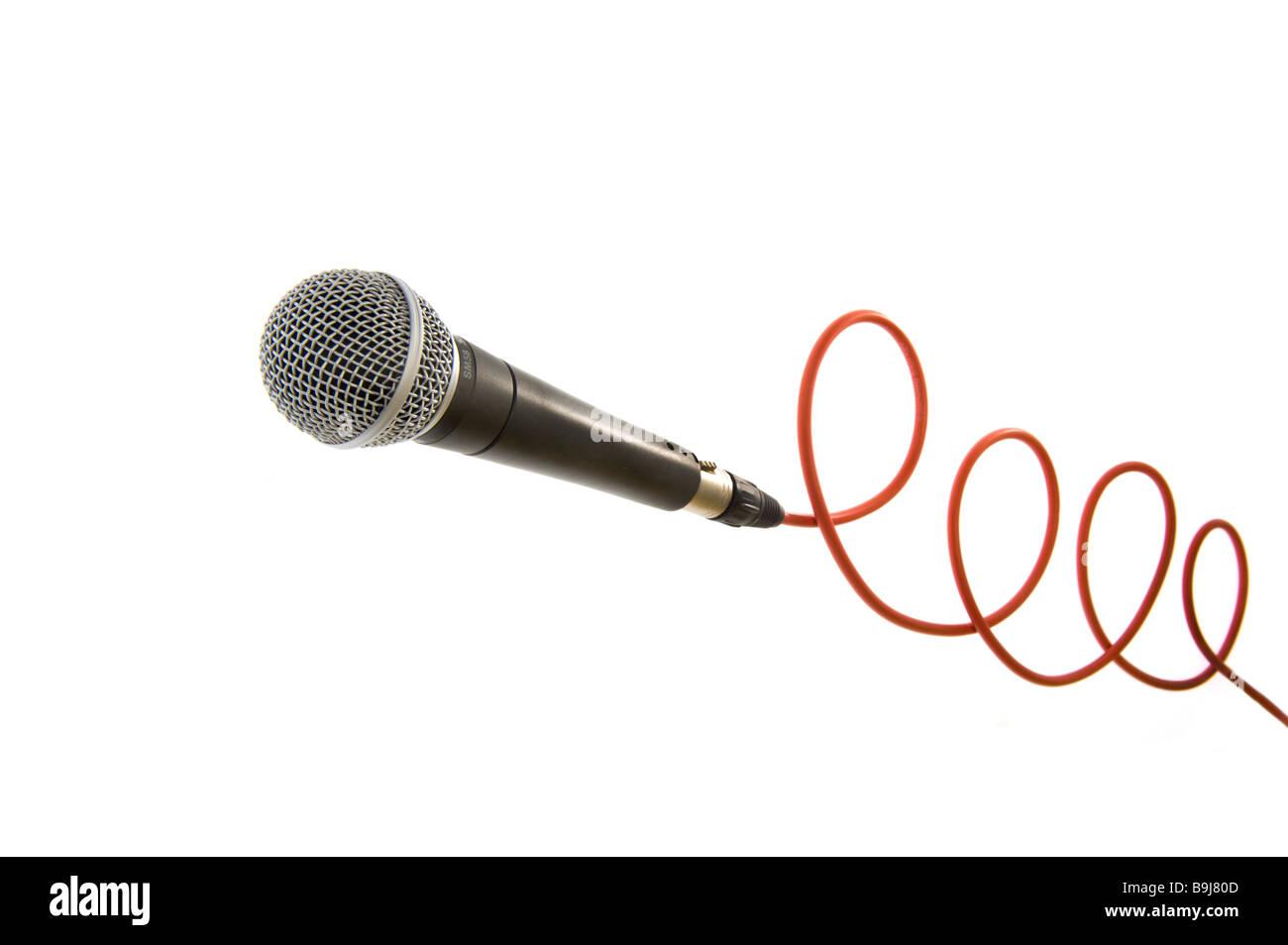Micro microphone mic mikrophone mike avec ligne rouge sur le fil de câble connexion connexion ligne singer Photo Stock