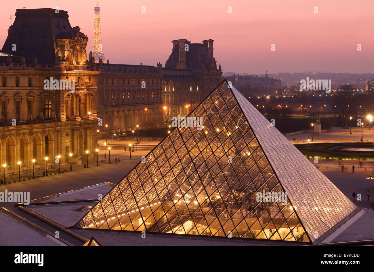 France paris mus e du louvre et la pyramide du louvre for Architecte de pyramide