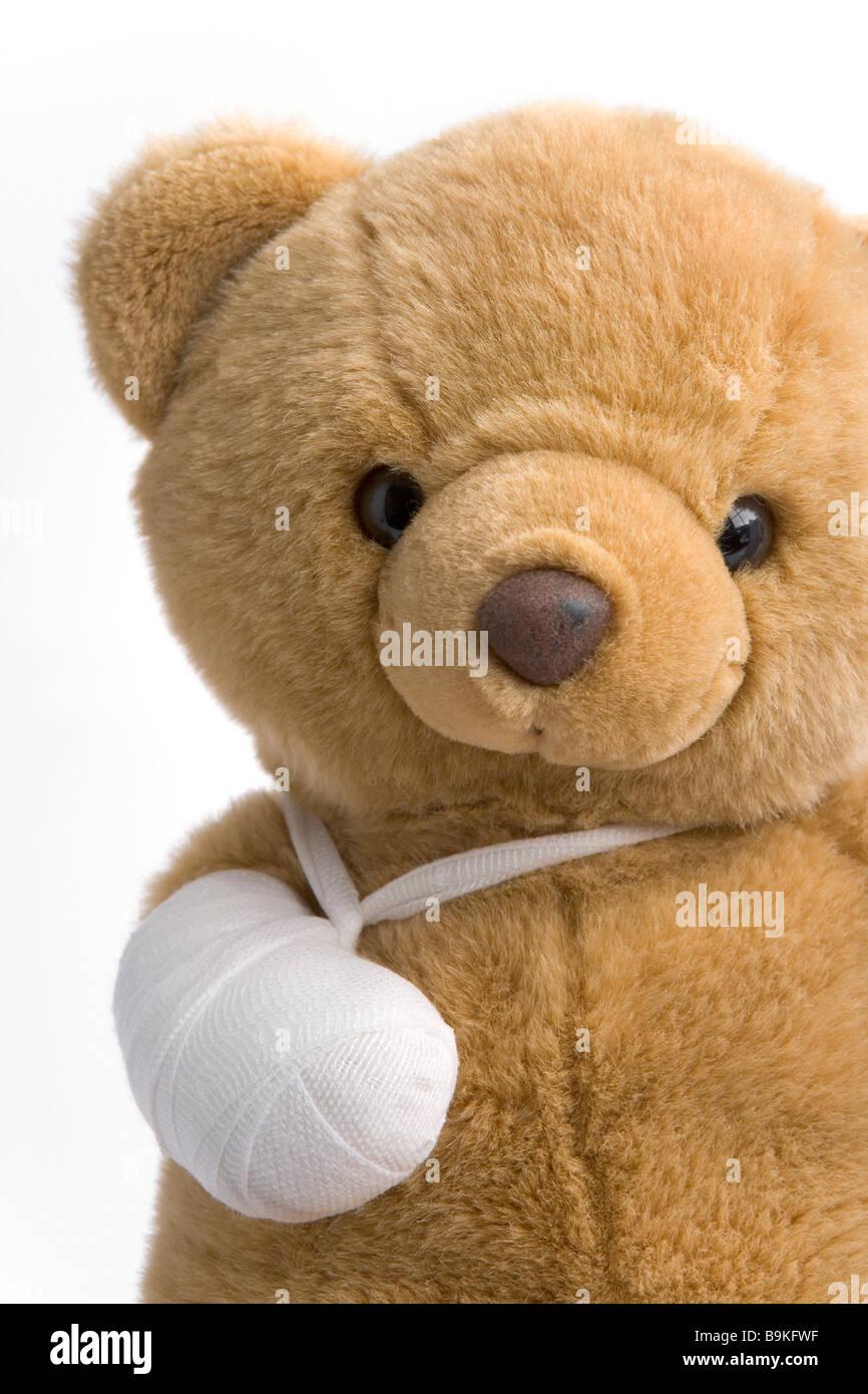 Ours en peluche avec une jambe cassée Photo Stock