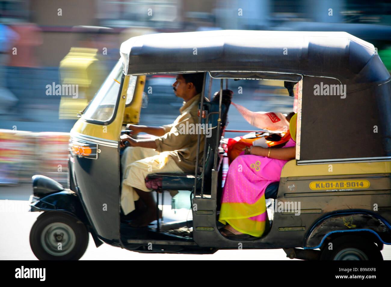 Auto Rickshaw For Rent In Trivandrum: Rickshaw Tuc Tuc, Trivandrum Inde Motion Blur Déménagement