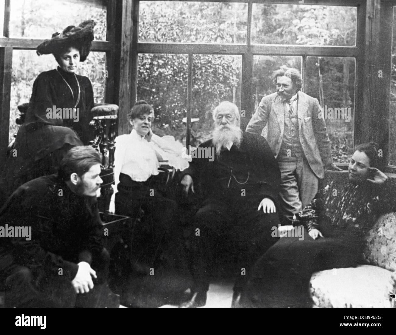 Un Gorki M M F Andreyeva L N V V Yakovleva Stasov JE Ye Repin et Norman B P Severova à partir de la gauche Photo Stock