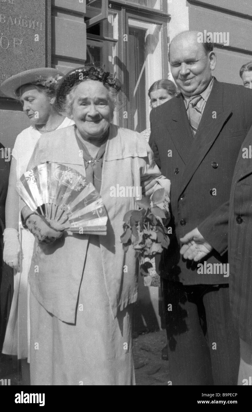 L'Olga Knipper Tchekhov à gauche à l'inauguration d'un monument d'Anton Tchekhov P Photo Stock